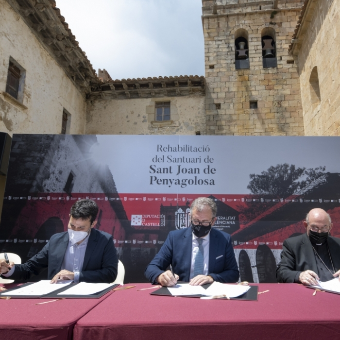 La Diputació de Castelló, la Conselleria de Cultura i el Bisbat rubriquen en Sant Joan de Penyagolosa el conveni per a rehabilitar el santuari i convertir-lo en motor econòmic de la comarca