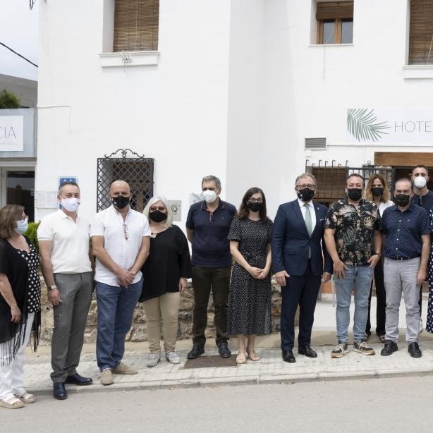 """José Martí destaca en la reobertura de l'Hotel D. Jérica que """"els emprenedors d'interior són una espècie a protegir per les administracions públiques"""""""