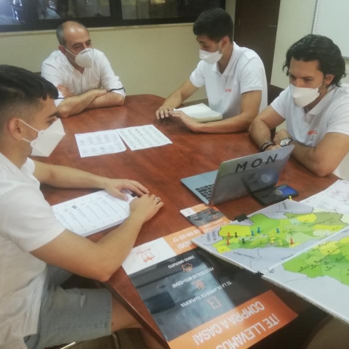 La Diputació estudia com col·laborar en el programa de repartiment d'aliments a gent major del Palància