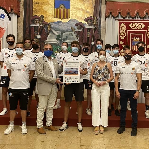 José Martí y Tania Baños reciben al Club Voleibol Mediterráneo, campeón de España cadete masculino