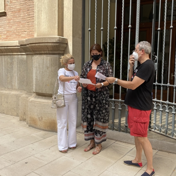 Patricia Puerta transmite al vecindario de Torre la Sal el apoyo de la Diputación en la reivindicación de consolidar sus viviendas