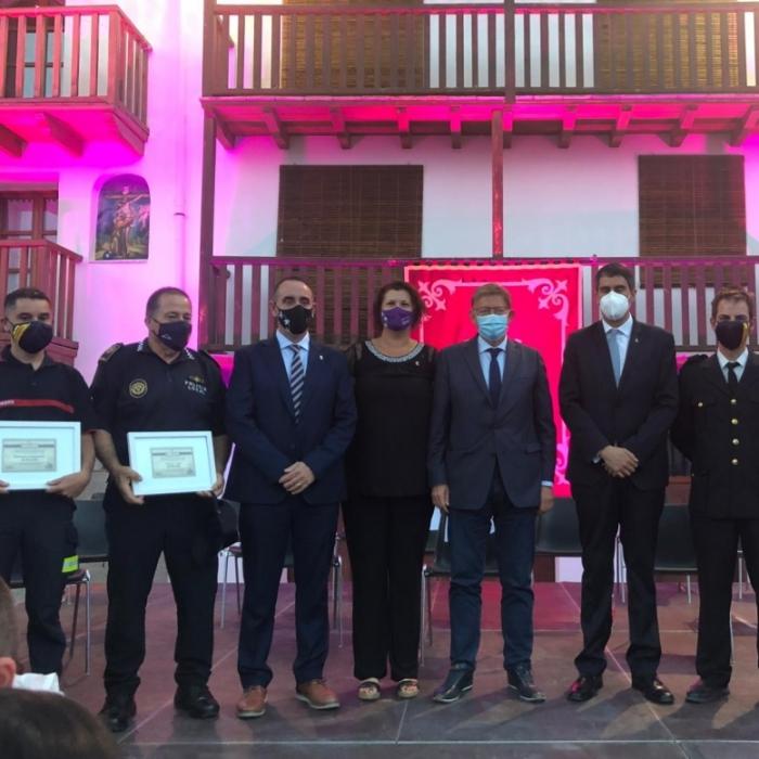 Bomberos y Protección Civil de la Diputación reciben la Creu de Santa Llúcia de Morella por su implicación en la protección de la ciudad ante la Covid