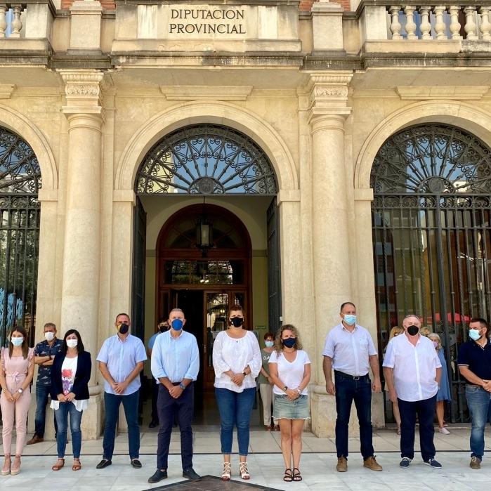 La Diputació de Castelló guarda un minut de silenci en record de les víctimes de l'enfonsament de Peníscola