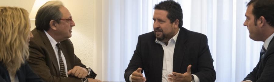 La Diputación coordina con los empresarios el trabajo en Fitur