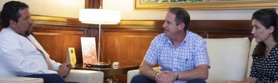 Moliner hace de su agenda una permanente Cumbre de Alcaldes para crear los presupuestos