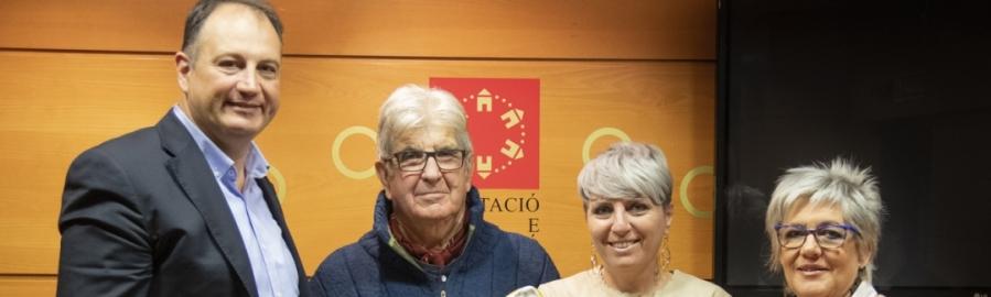 Diputación colabora con la exposición y venta solidaria de piezas cerámicas