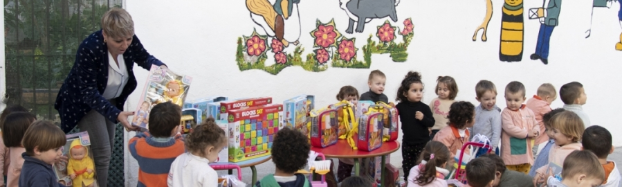 La Diputación llena la provincia de sonrisas con su campaña 'Un niño, un juguete'