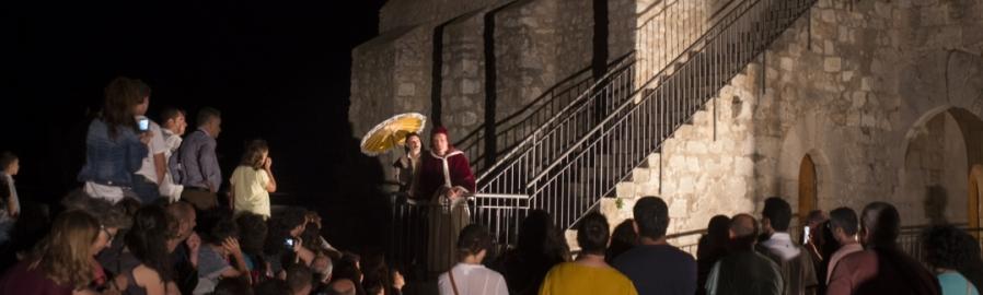 Les visites teatralitzades nocturnes al Castell de Peníscola protagonitzen l'agenda cultural