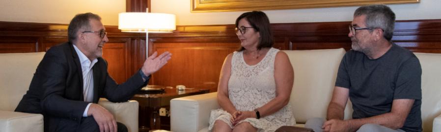 El presidente de la Diputación, José Martí, se reúne con la alcaldesa de Viver, Nieves Simón