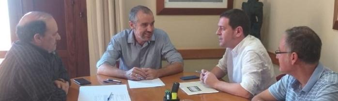 Ignasi Garcia es reuneix amb Wenceslao Alós per a tractar problemes de residus i clavegueram