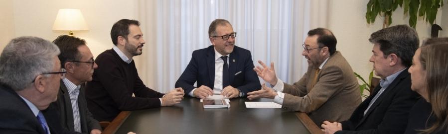 Martí y ASEBEC coinciden en la necesidad de prestigiar la FP para superar la falta de personal cualificado de las empresas del clúster cerámico de Castellón