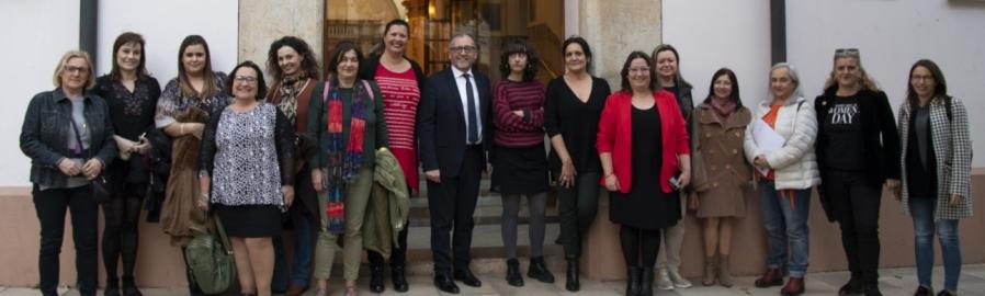 La Diputació presenta 'El feminisme en 35 #', el llibre que reivindica l'apoderament feminista en la xarxa