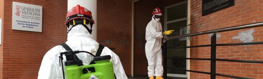 Los bomberos profesionales de la Diputación desinfectan Santa Magdalena de Polpís