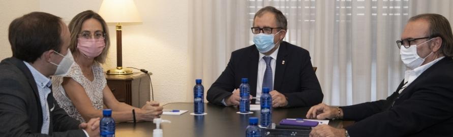 La Diputación y el Colegio de Arquitectos abordan la necesidad de agilizar la burocracia urbanística en el interior provincial