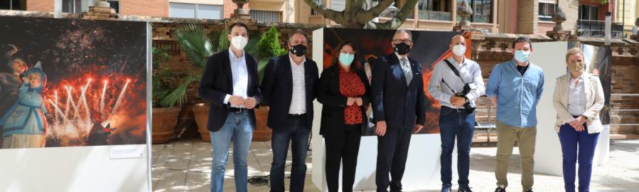 La Diputación reúne en una exposición fotográfica las tradiciones castelloneses más representativas como preludio del Día de la Provincia