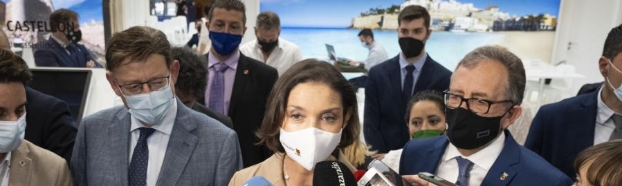 La ministra de Turismo, Reyes Maroto, ensalza la gestión de la pandemia en la Comunitat Valenciana en su visita al stand del Patronato Provincial de Turismo de Castellón