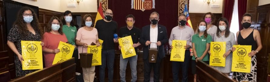 Personal y representantes políticos de la Diputación de Castellón aprenden a separar adecuadamente los residuos
